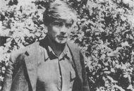 Венедикт Ерофеев на фоне листвы