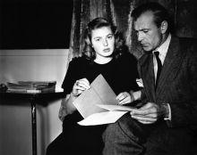 """Ингрид Бергман и Гэри Купер читают сценарий фильма """"По ком звонит колокол"""""""